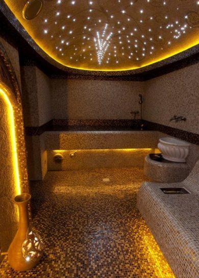Освещение и потолок в отделке хамама